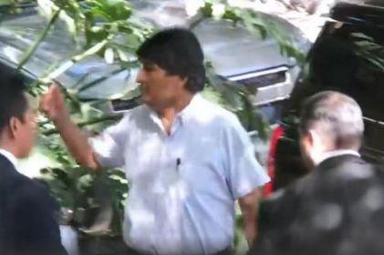 Captan a Evo Morales en lujoso restaurante de la Roma