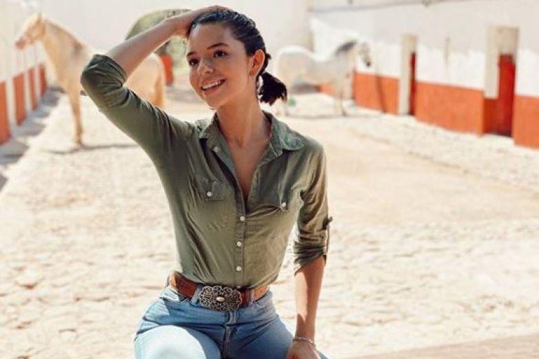 Ángela Aguilar roba suspiros con sensacionales encantos