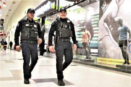 Vigilan más de mil policías los centros comerciales
