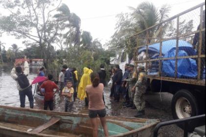 Sufren más de 41 mil personas por lluvias en Tabasco