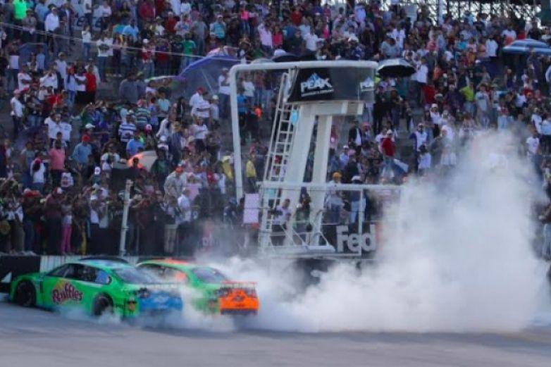 Suárez cierra campaña en lugar 14; Busch se corona en NASCAR Cup