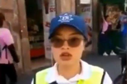 'Pin... vieja': tránsito insulta a mujer, posa para la cámara y se hace viral