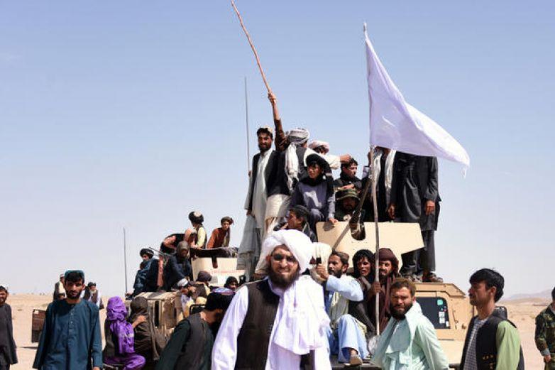 Liberan talibanes a 2 rehenes capturados desde 2016