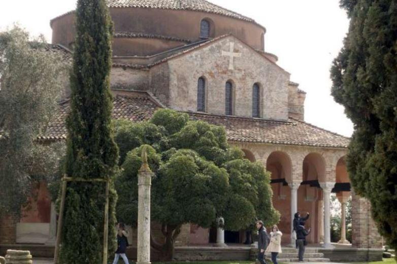 Se daña Basílica antigua en Venecia por inundaciones