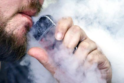 Pide AMA prohibir cigarrillos electrónicos y vapeadores
