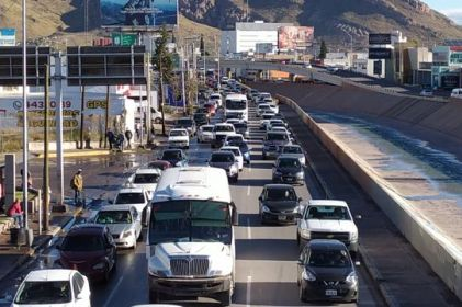 Caos vehicular tras cierre de avenidas por desfile de la Revolución