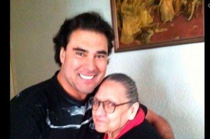 Eduardo Yañez confiesa que quería casarse con su mamá