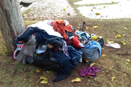 Lluvia les echa a perder ropa y cobijas a migrantes