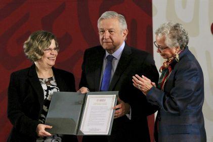 Firma López Obrador Acuerdo Nacional por la Igualdad