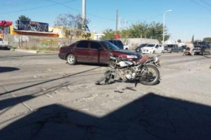 Choca dompe contra motociclista