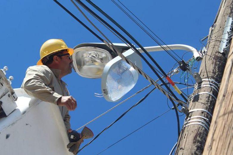 Proveedores retrasan arranque de Juárez Iluminado