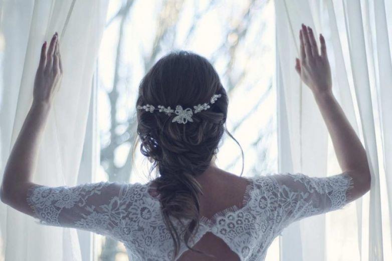 Mujer policía planea boda falsa para atrapar a criminal