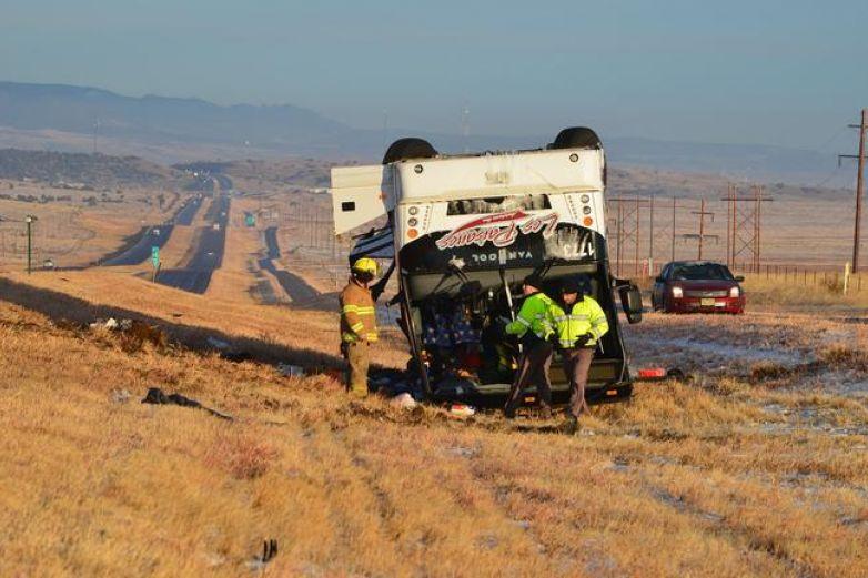 Vuelca camión de El Paso con decenas de pasajeros