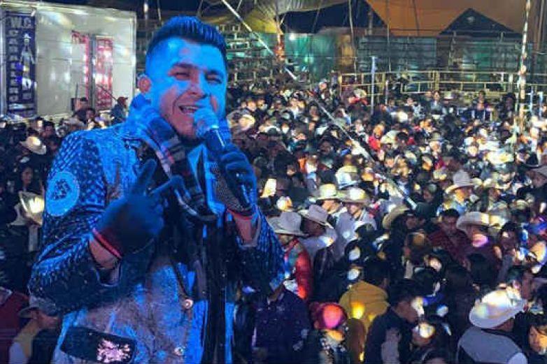 Gerardo Díaz y su equipo quedan atrapados en retén de sicarios