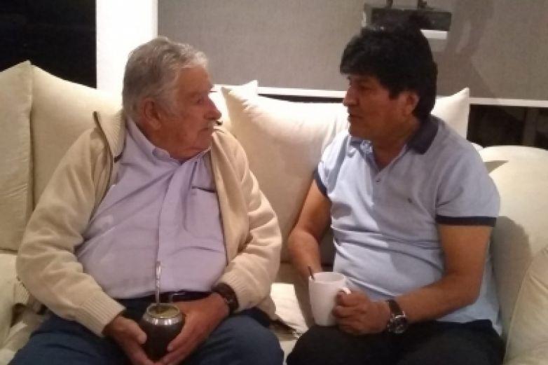 Visita José Mujica a Evo Morales en México