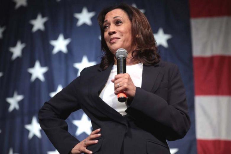 Abandona la precandidatura demócrata Kamala Harris