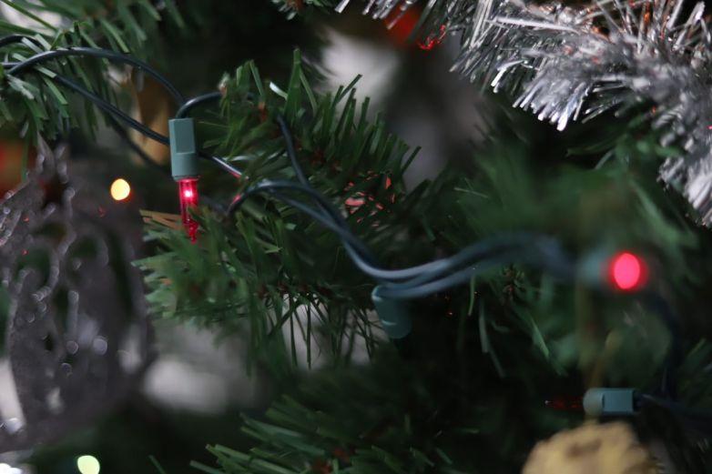 Emiten recomendaciones para evitar incendios de árboles navideños