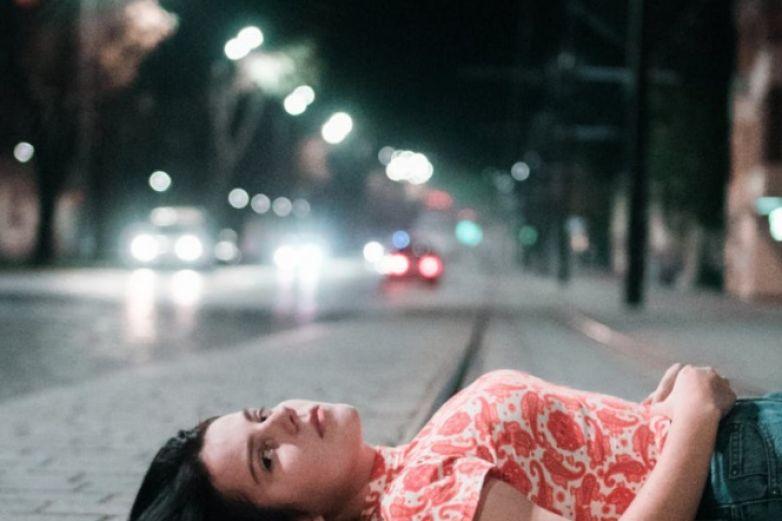 'Mujeres deberían traer condones y cooperar con violadores', dice cineasta