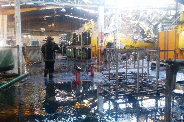 Explosión en fábrica deja un muerto y 10 heridos