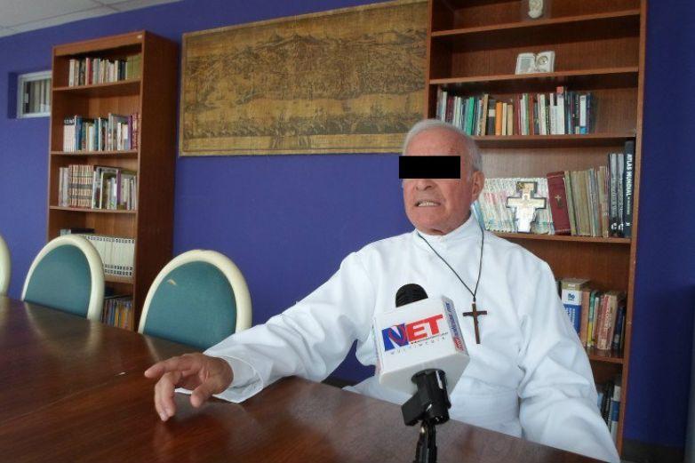 Postergan audiencia de padre Aristeo, acusado de violación sexual