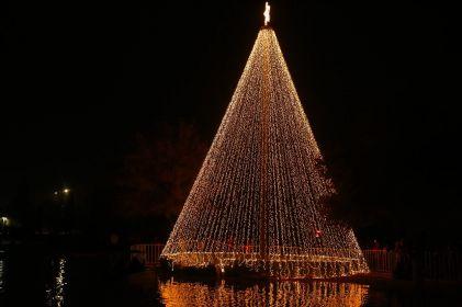 Se enciende espíritu navideño en el Parque Central