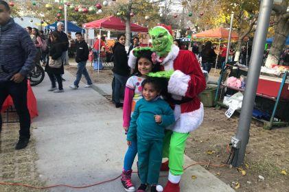 'Arruina' El Grinch la Navidad en el Parque Central