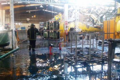 Explosión en fábrica deja un muerto y varios heridos