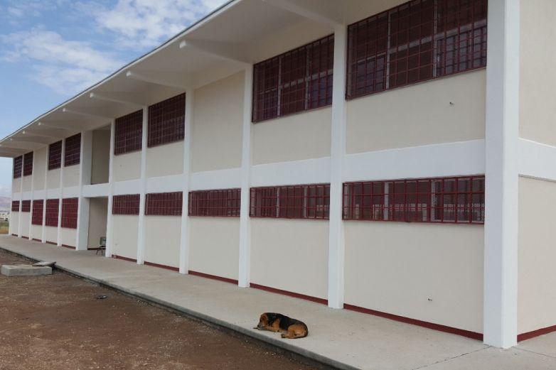 Construye Ichife 8 escuelas en el estado