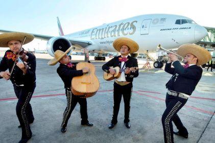 ¡Con mariachi y todo! Vuelo de Emirates Airlines aterriza en la CDMX