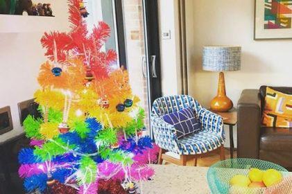 ¿Arcoiris en la Navidad? A poner un muy colorido arbolito navideño