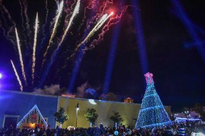 Encienden árbol de Navidad en Parral
