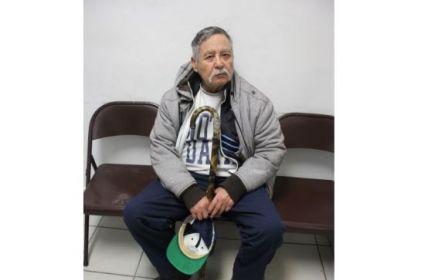 Adulto mayor se extravía en Parajes del Sur; buscan a familia