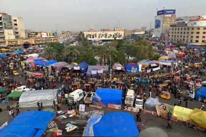 Linchan a joven en Bagdad; lo cuelgan de semáforo