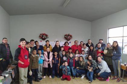 Llevan posadas navideñas a niños de Cuauhtémoc
