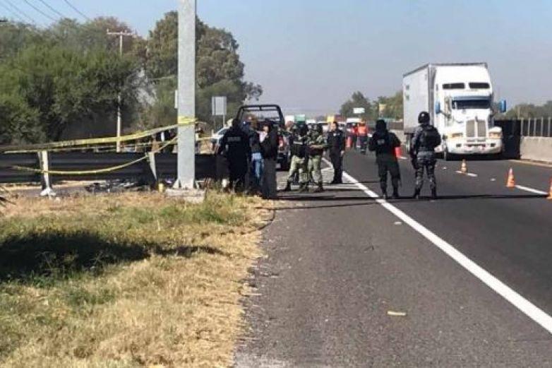 Hallan restos humanos en bolsas en carretera a Salamanca-Celaya