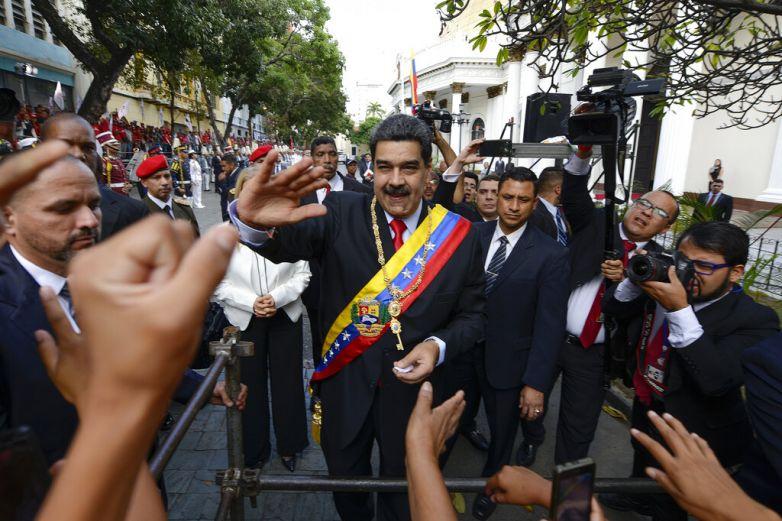 Acusa Maduro de conspiración a diplomático de EU