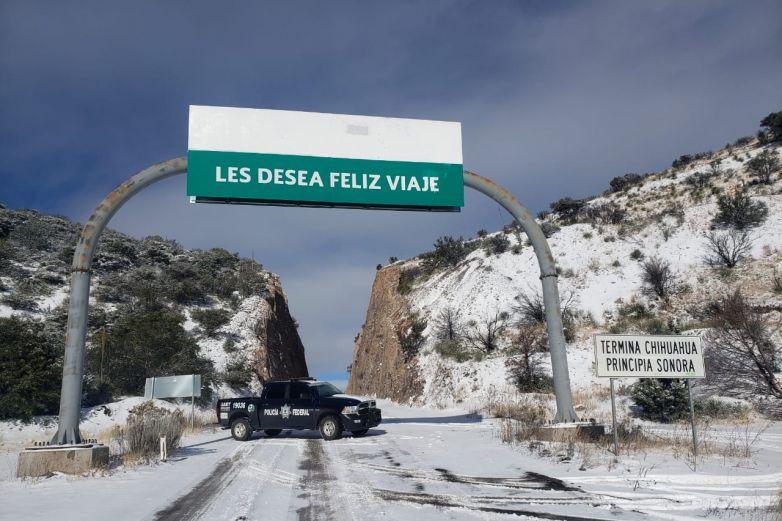 Permanecen cerradas carreteras del estado por nevada