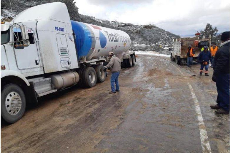 Mantiene Estado acciones para normalizar circulación en carreteras