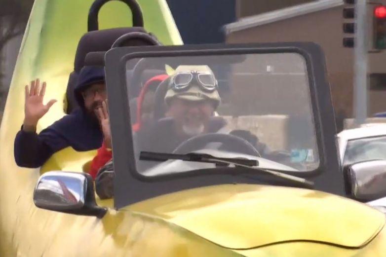 Video: 'Carro banana' recorre calles de Las Cruces