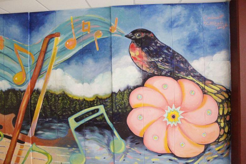 Pintan mural en honor a Erasmo Palma