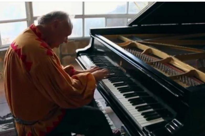 Tocará en El Paso 'el pianista de la Sierra Rarámuri'