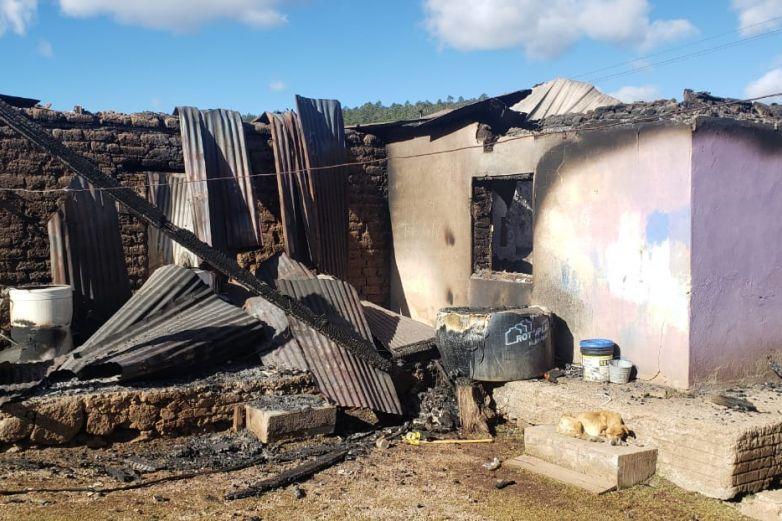 Quemaron 22 casas y 4 autos en ejidos Las Pomas en Madera