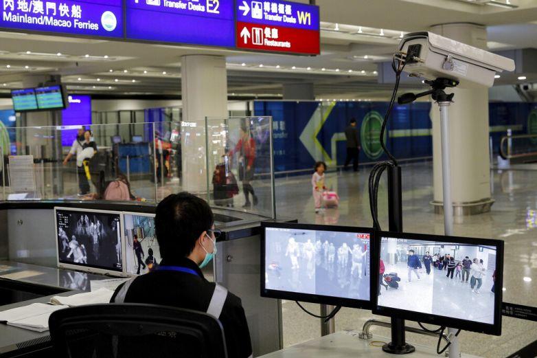 Ante brote de coronavirus, toma EU medidas en aeropuertos