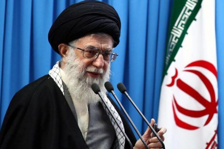 Trump es un 'payaso' que traicionará a iraníes: Jamenei