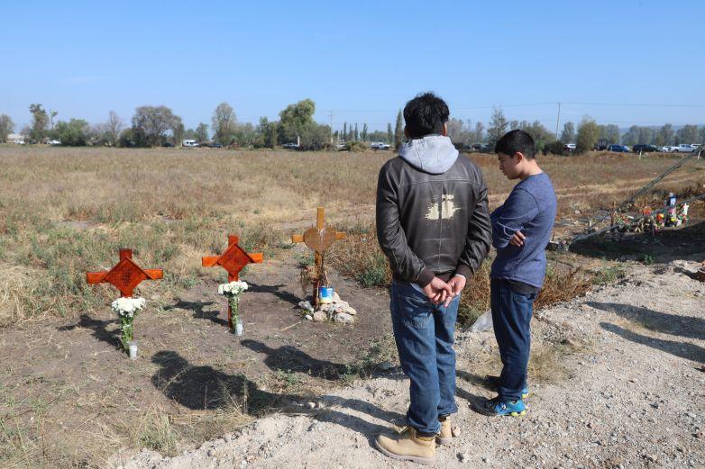 Colocan primera piedra del memorial en Tlahuelilpan