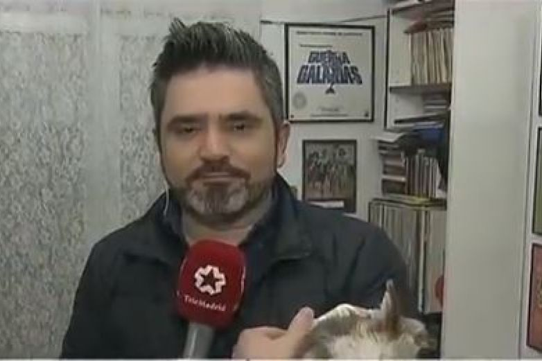 Perro muerde en la oreja a reportero en plena transmisión