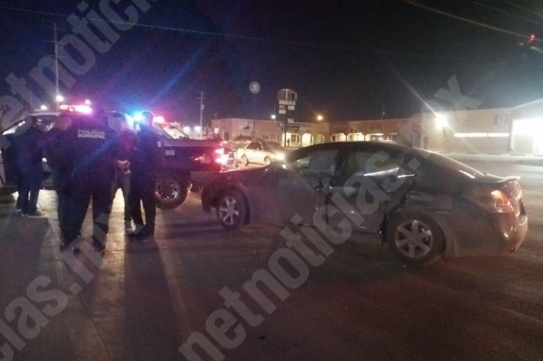 Protagonizan policías choque en Santiago Troncoso