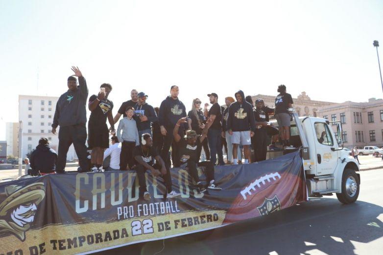 Caudillos desfila en el Premio Teporaca