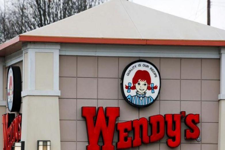 Multan a Wendy's por poner a trabajar a menores en horas no laborales