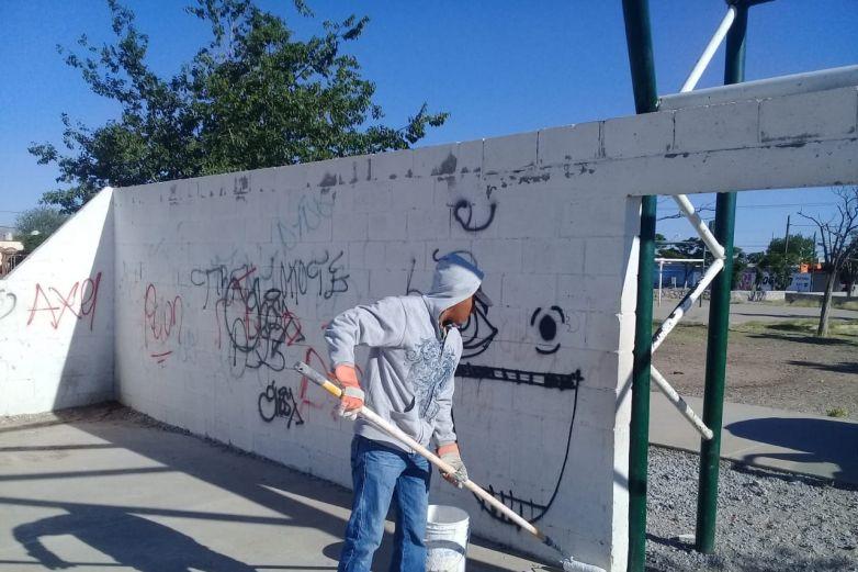 Eliminan grafiti de Riberas del Bravo